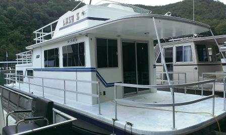 """1985 42FT Gibson Houseboat with a 260 Volvo """"Lazy Z"""" - Lakeshore Resort"""